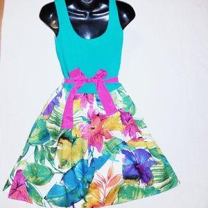 Venus women's circle dress size 8 w/flower print